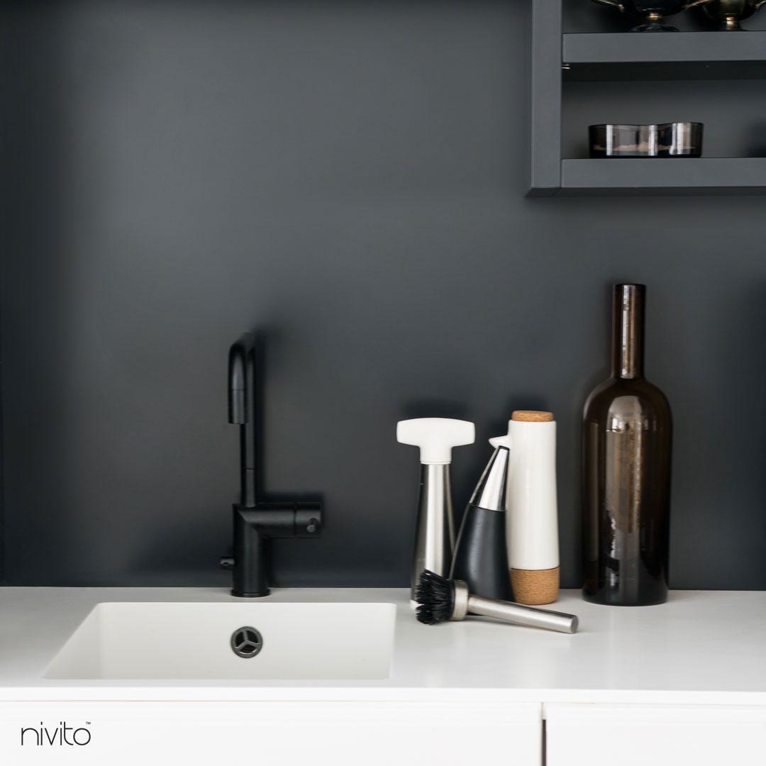 Cierne kuchyna vodovodný kohutik